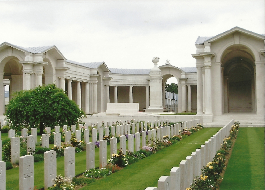 Arras Memorial forming one side of the Faubourg d'Amiens British Cemetery